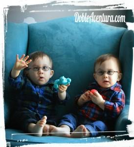 gemelos-con-gafas