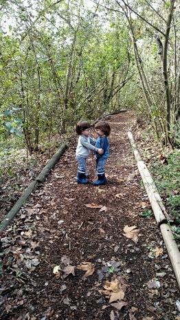 enc-twins-walk