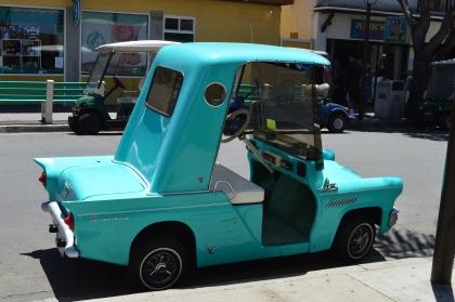 Golf carts y mini carros son muy comunes en la isla